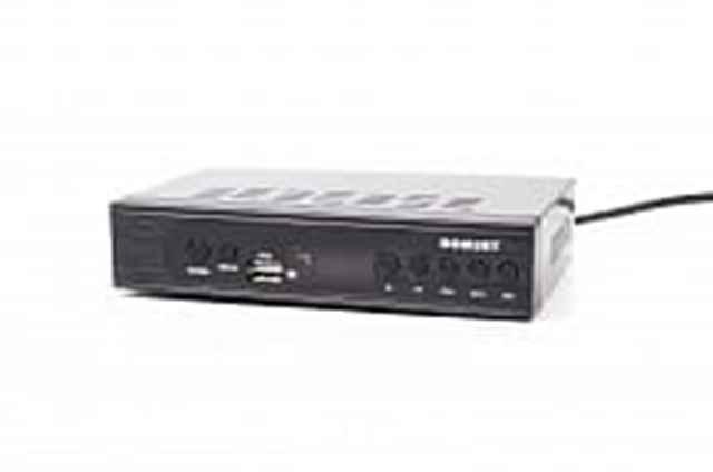 Описание: ТВ-ресивер DVB-T2 Romsat TR-2018HD Поддерживаемые форматы:MPEG-2 MP@ML; MPEG-4 AVC MP/HP@L3; MPEG-4 AVC HP@L4; Разъемы:  Антенный вход; Антенный выход; RCA; USB; Питание:  AC/DC220В/50Гц, 5В/1.5А Комплектация: ТВ-ресивер; Пульт ДУ с батарейками; AV-кабель; Инструкция; Цвет изделия: черный Наличие медиа плеера: есть Наличие Wi-Fi модуля: нет Дополнительное описание: Модель приемника: TR-2018HD Поддержка символов кириллицы: В соответствии с ISO / IEC 8859-5. Подключение носителей информации: Через USB порт Тип демодулятора: Эфирное DVB-T2, согласно спецификаций EN 302 755. Рабочий диапазон частот: МВ: 174-230МГц с частотной полосой канала 7 МГц ДМВ: 470-862МГц с частотной полосой канала 8 МГц. Входной разъем: 1 x IEC 169-2, гнездо, 75 Ом. Выходной разъем (петлевой выход): 1 x IEC 169-2, штекер, 75 Ом. Питание антенны: 5 В + - 0.2 В, до 50 мА. Минимальное значение мощности на входе приемника Для полосы 7МГц: -99 дБм + C / N (согласно стандарту). Для полосы 8МГц: -98,9 дБм + C / N (согласно стандарту). Максимальное значение мощности на входе приемника: - 5 дБм. Длина FFT пакетов: 1K, 2K, 4K, 8K, 8ке, 16K, 16КЕ, 32K, 32КЕ. Типы модуляции: QPSK, 16-QAM, 64-QAM, 256-QAM. Защитный интервал: 1/128, 1/32, 1/16, 19/256, 1/8, 19/128, 1/4. Коэффициенты коррекции ошибок: 1/2, 3/5, 2/3, 3/4, 4/5, 5/6 Пилоты: PP1, PP2, PP3, PP4, PP5, PP6, PP7, PP8. Профили видеопотока: MPEG-2 MP @ ML MPEG-4 AVC MP / HP @ L3 MPEG-4 AVC HP @ L4.